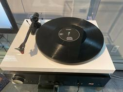 Brand new white Pro-ject audio debut carbon