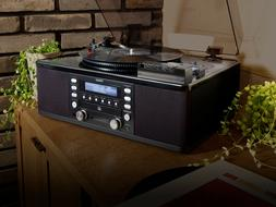 Teac Turntable with CD RECORDER, Cassette Player, Aux Input